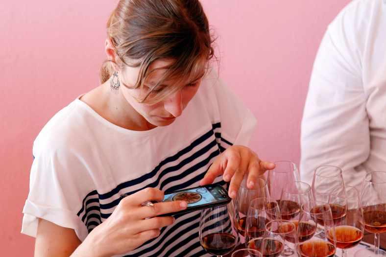 """Prova de Vinhos do Porto com mais de 40 anos, uma iniciativa do """"Bar do Binho"""" que já não ocorria em Portugal há mais de 10 anos."""